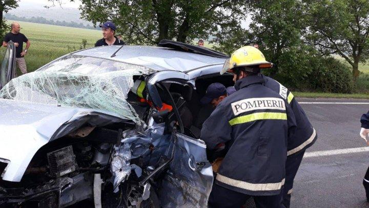 IMAGINI DRAMATICE de la accidentul din Găgăuzia, soldat cu un mort şi patru răniţi, printre care şi un copil