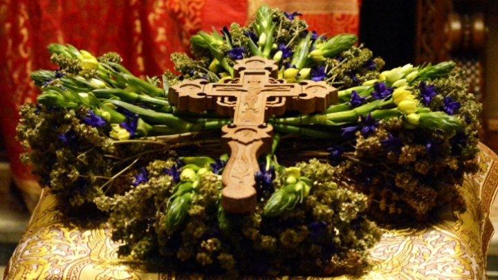 Creştinii sărbătoresc Înălțarea Sfintei Cruci. Din această zi, toamna îşi intră în drepturi