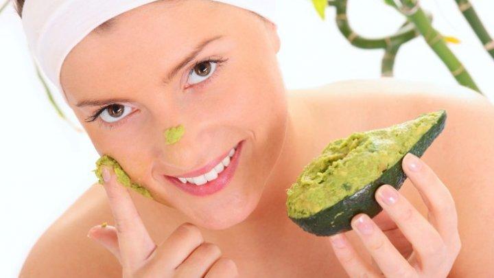 Folosește avocado pentru PIELE şi PĂR. Ce vitamine conţine fructul