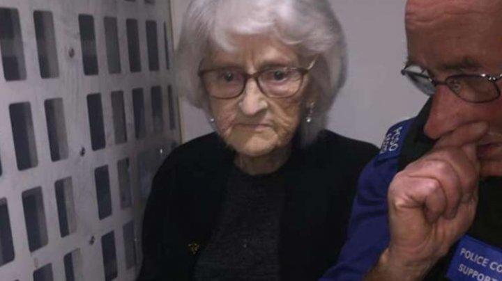 Poliţiştii din Marea Britanie au îndeplinit o ultimă dorinţă a unei femei de 93 de ani. Vezi despre ce este vorba
