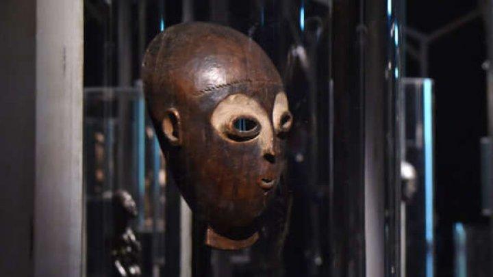 O mască africană estimată la peste 300.000 de euro a fost furată din sediul casei de licitaţii Christie's
