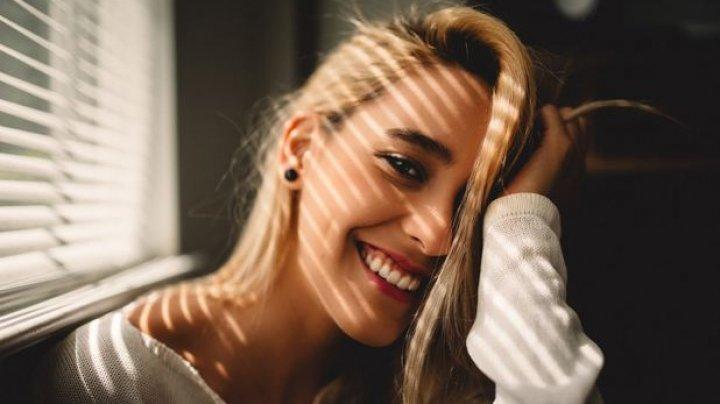 STUDIU: Femeile singure şi fără copii sunt cele mai fericite