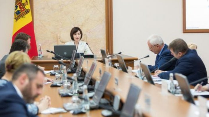 Un fost angajat al Ministerului economiei vine cu acuzaţii la adresa Guvernului Sandu: AU ÎNCĂLCAT CONSTITUŢIA