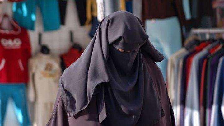 Tunisia a interzis definitiv intrarea în instituţiile publice cu vălul islamic integral