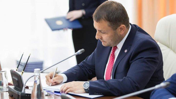Fostul ministru al Agriculturii s-a declarat îngrijorat de scăderea veniturilor în bugetul de stat, provenite din activitatea vamală