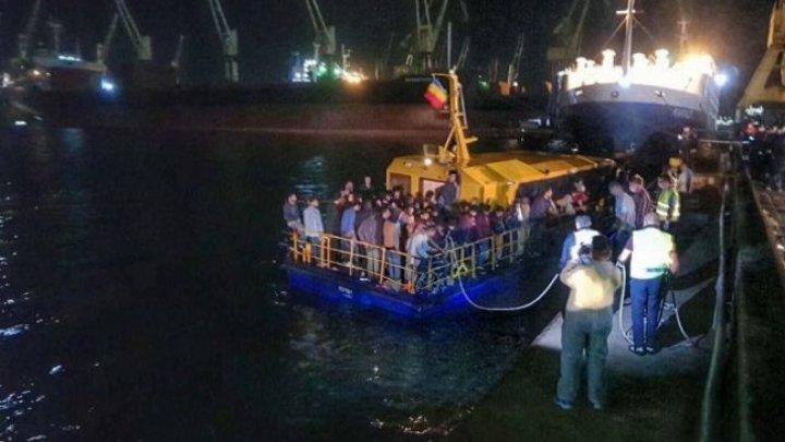 Italia:135 de migranţi, blocaţi pe o navă a Gărzii de Coastă
