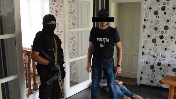 "Un grup criminal din Ucraina ""vindeca"" moldovenii de vicii. Administrau medicamente destinate persoanelor bolnave de schizofrenie (VIDEO)"