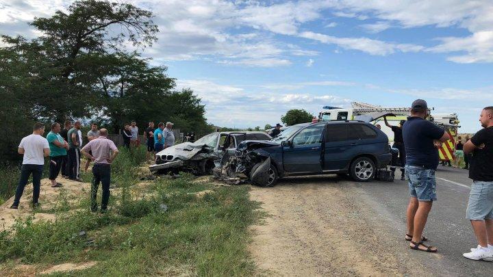 ACCIDENT GRAV pe traseul Cahul-Giurgiuleşti. Două BMW-uri, făcute zob (FOTO)
