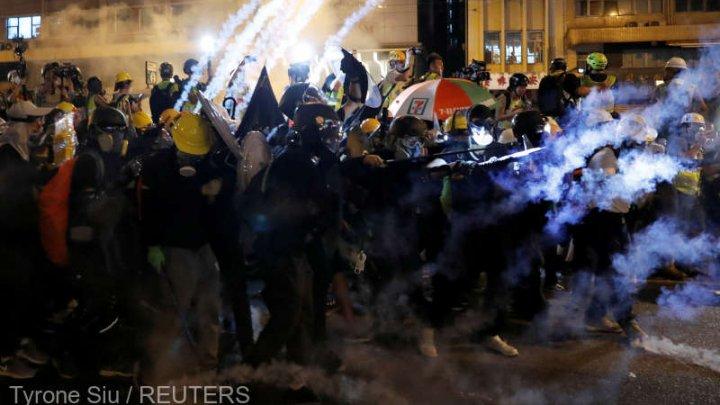Poliţia din Hong Kong foloseşte din nou gaze lacrimogene pentru dispersarea manifestanţilor antiguvernamentali