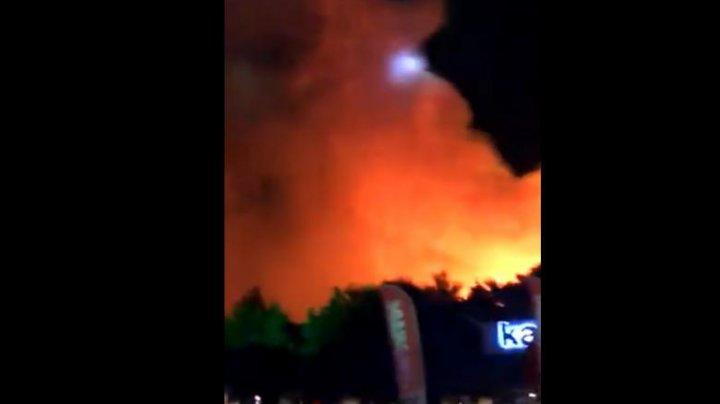 Incendiu masiv la un festival de muzică din Croația. 10.000 de oameni au fost evacuați (VIDEO)