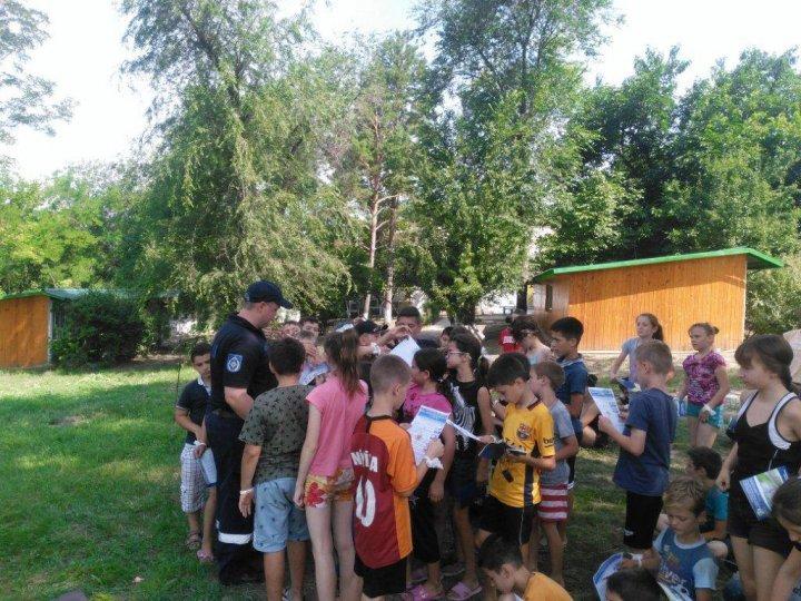 Peste 600 de copii din sudul ţării au fost instruiți cum să acţioneze în caz de incendii sau înec (FOTO)