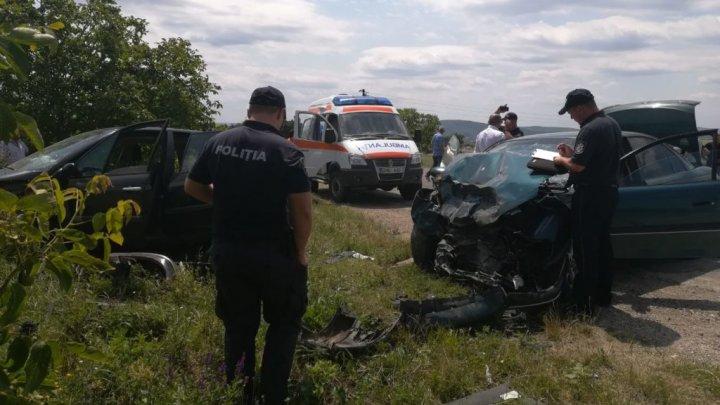 ACCIDENT GRAV în raionul Sângerei. O mașină, aruncată de pe carosabil. Sunt victime, printre care şi copii (VIDEO)