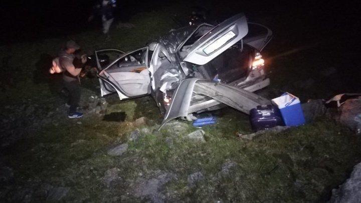 ACCIDENT TERIBIL pe Transfăgărășan. Mai mulţi răniţi, după ce o mașină s-a răsturnat în prăpastie