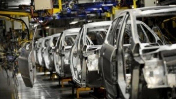 Se anticipează concedieri în servicii şi industria auto din Franța