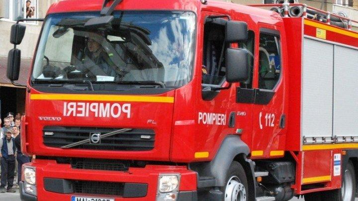 Incendiu la un depozit de deşeuri plastice în Oradea. Localnicii au primit avertizare prin Ro-Alert