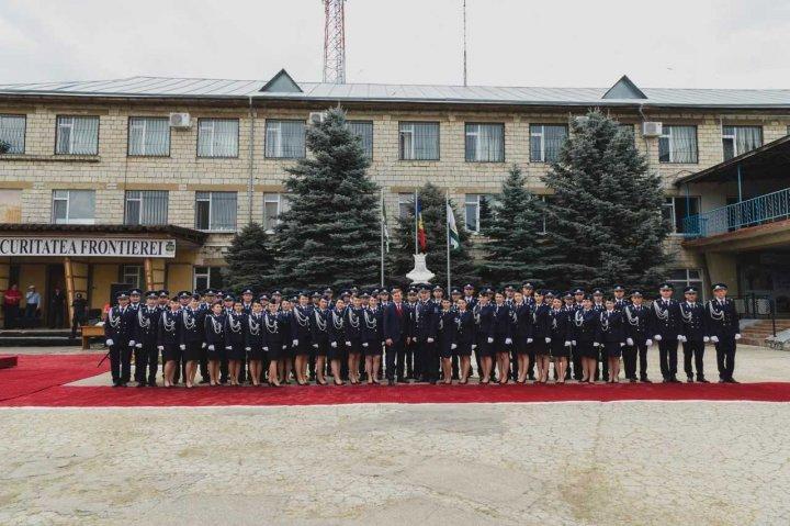 59 de absolvenți ai CESF și-au primit diplomele de absolvire (FOTO)