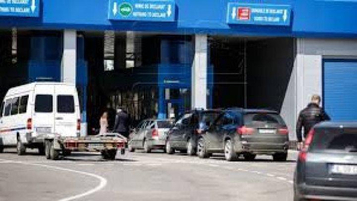 Cozi imense la mai multe puncte de trecere a frontierei de stat: Oamenii așteaptă ore în șir