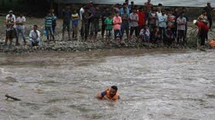 Ploi musonice în India: 18 persoane au murit în urma prăbuşirii unui zid în Mumbai