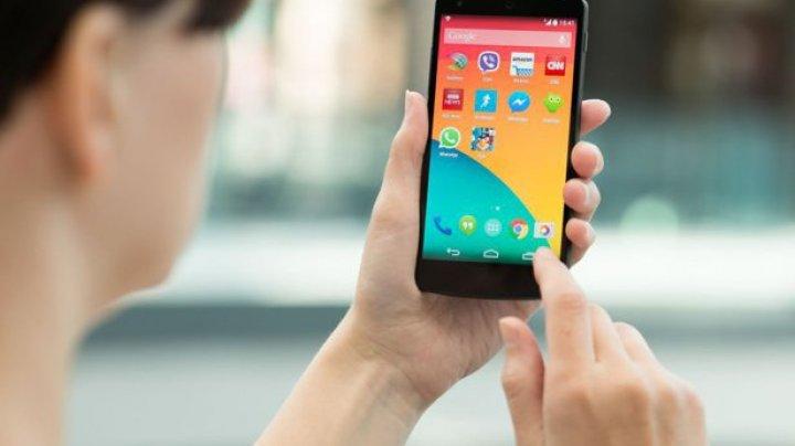 O aplicaţie din Play Store oferea actualizări pentru telefoane Samsung contra cost