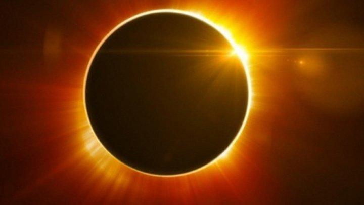FENOMEN UNIC. Eclipsă totală de Soare deasupra Chile, epicentrul astronomiei mondiale