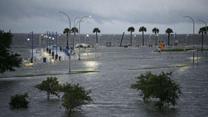 Furtuna tropicală Barry traversează statul Louisiana: Crește riscul producerii unor inundaţii de amploare