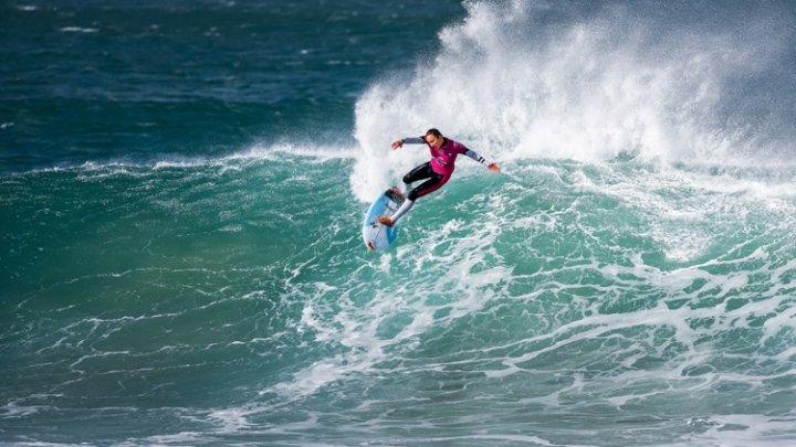 Gabriel Medina şi Carissa Moore au triumfat în etapa a şasea a Campionatului Mondial de Surfing