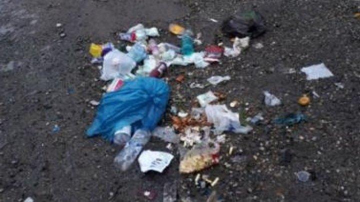 Surpriză! O femeie a primit prin Poştă gunoiul pe care-l aruncase lângă o pădure
