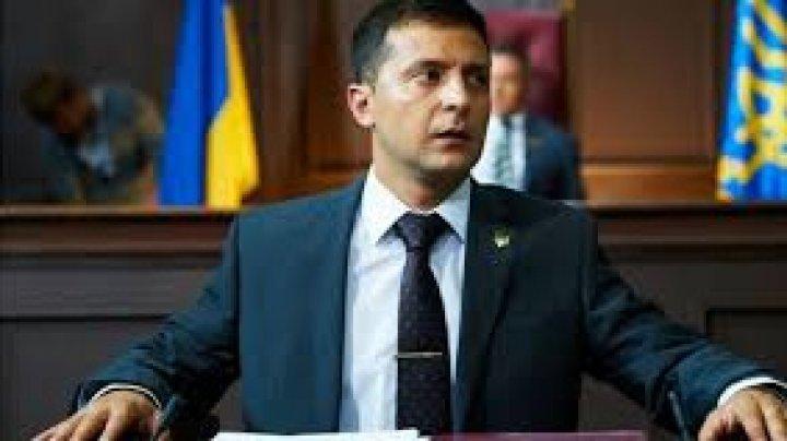 ZELENSKI, COMPORTAMENT STRANIU la o conferință de presă în timpul unei vizite în regiunea Zakarpatia