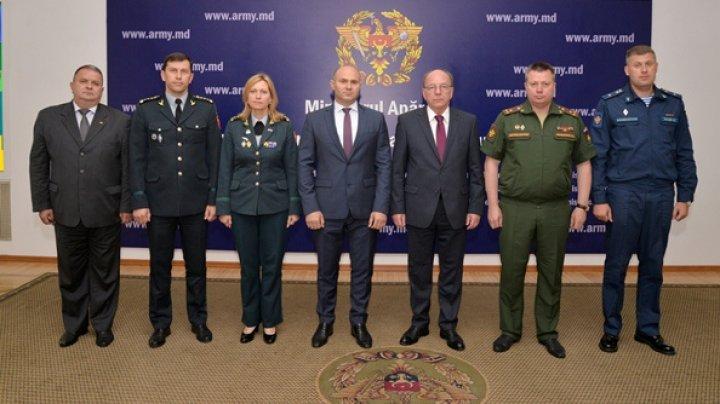 Ministrul Apărării Pavel Voicu a avut o şedinţă cu Ambasadorul rus Oleg Vasneţov. Care a fost subiectul discuţiilor