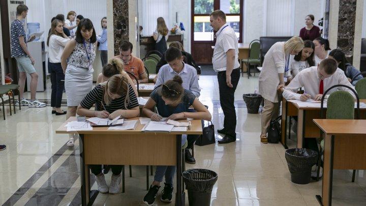Admiterea elevilor moldoveni la colegiile şi liceele din România. Când şi unde poţi depune dosarul
