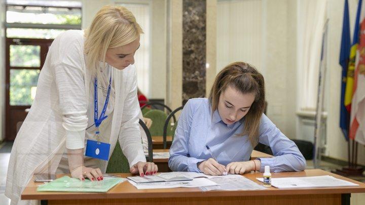 De astăzi, tinerii pot depune dosarele de admitere la universitățile din țară (FOTOREPORT)