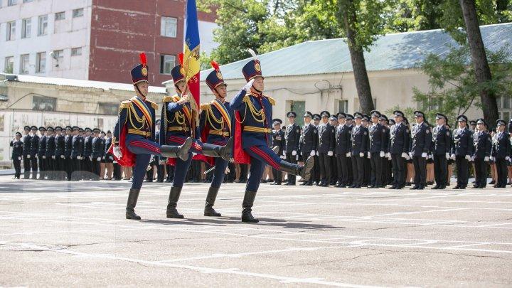 O nouă generaţie de poliţişti, gata de a asigura ordinea publică. Absolvenții Academiei Ştefan cel Mare şi-au primit diplomele (FOTOREPORT)