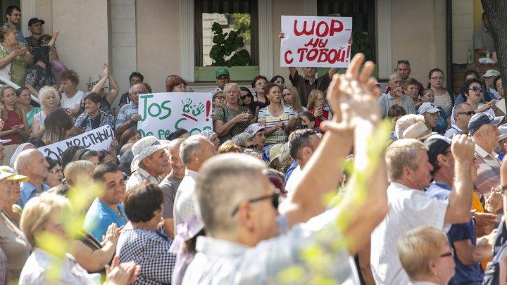 Protest la Curtea Supremă de Justiție. Oamenii au venit să-l susțină pe Ilan Șor (FOTO/VIDEO)