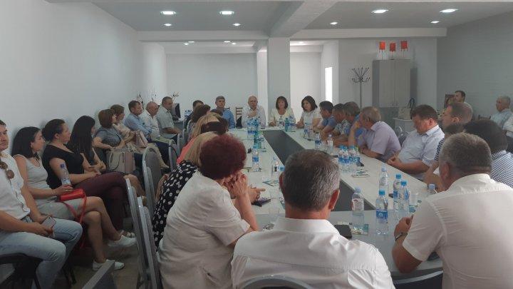 Președintele interimar al PDM, Pavel Filip, se consultă cu membrii formaţiunii despre reformarea partidului