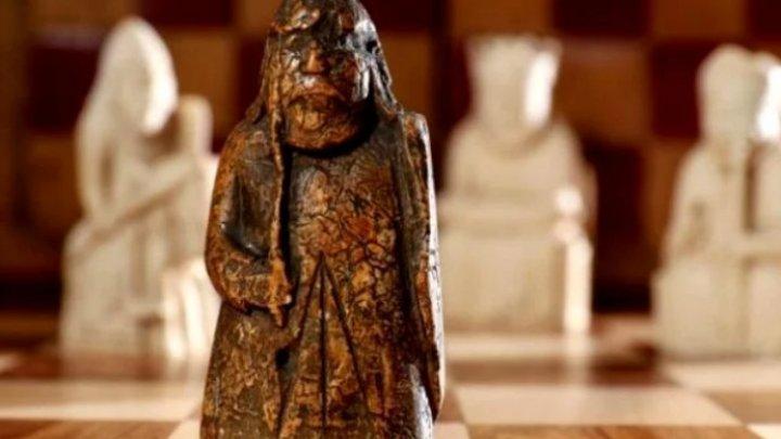 O piesă de șah estimată la un milion de lire sterline a fost cumpărată cu 5 lire dintr-un târg