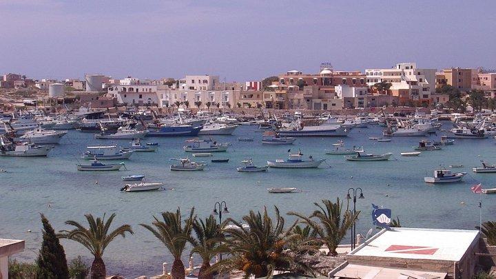 PARADISUL PE PĂMÂNT! 10 locuri uimitoare cu apă albastră și transparentă pe care trebuie să le vizitezi
