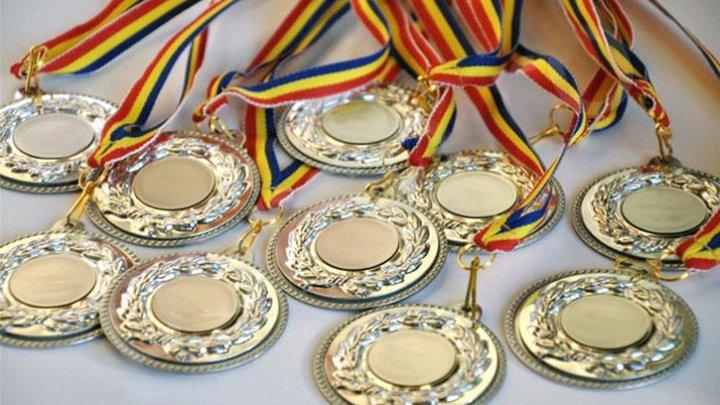 Au adus medaliile acasă! Sportivii moldoveni au revenit de la Festivalul Olimpic al Tineretului European