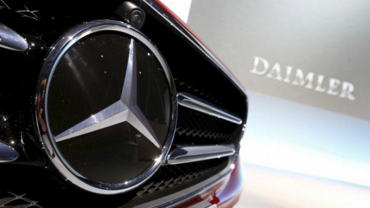 Daimler AG ar putea fi nevoit să recheme la service 260.000 de furgonete mai vechi Mercedes Sprinter