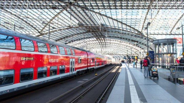 Caz şocant! Un băiat de 8 ani a murit după ce a fost împins în fața trenului