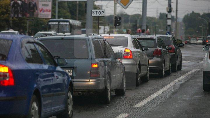 InfoTrafic: Vezi străzile pe care se circulă cu dificultate la această oră