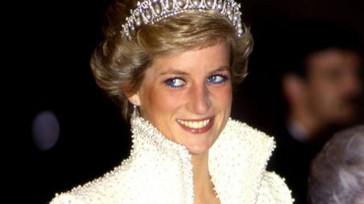 O bluză purtată de prinţesa Diana, vândută la licitaţie cu peste 50.000 de dolari