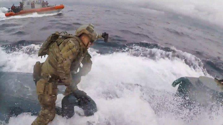 Operaţiune de amploare. MOMENTUL în care este capturat un submarin care transporta cocaină de 232 de milioane de dolari (VIDEO)