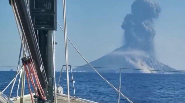 """""""A fost ca în iad!"""" Momentul exploziei uriașe a vulcanului Stromboli din Italia, surprins de un martor (VIDEO)"""
