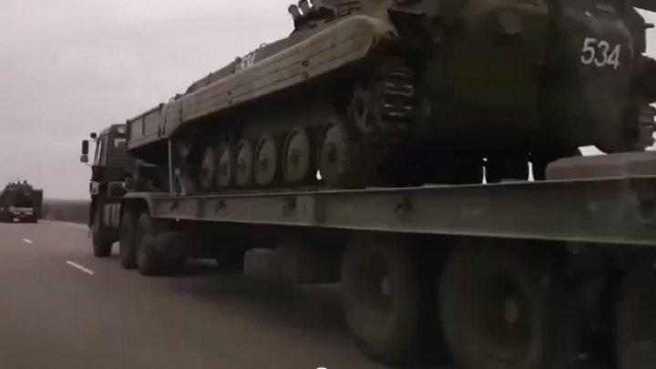 Zece vehicule blindate livrate de Rusia au ajuns în Serbia pe calea aerulu