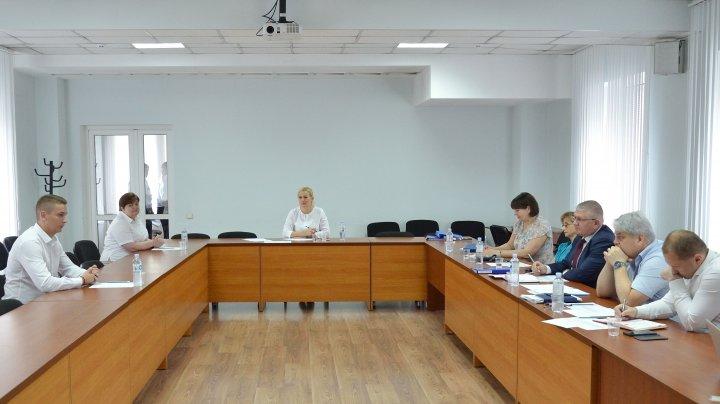 După o perioadă de probă de șase luni, funcționarii vamali debutanți au fost chemați în fața Comisiei de evaluare