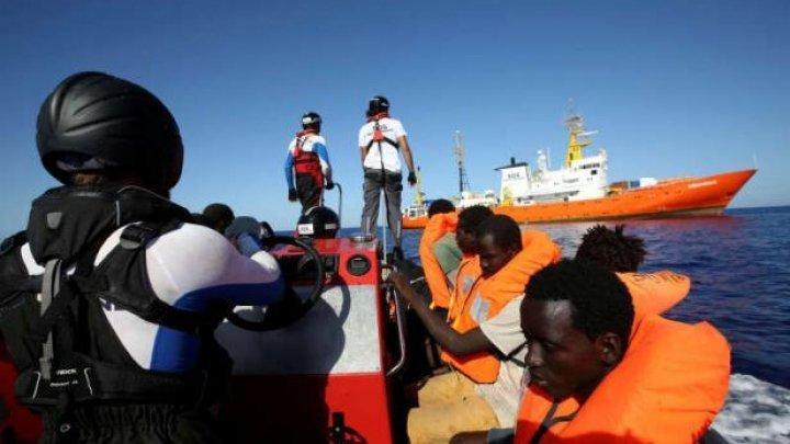 Italia: 131 de migranţi, în continuare blocaţi pe o navă, care a acostat într-un port militar