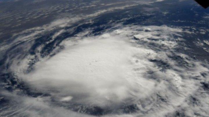 Uraganul Humberto se îndreaptă spre Insulele Bermude