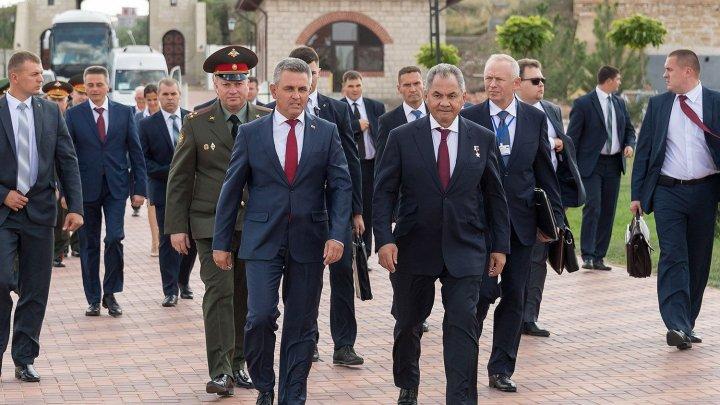 (VIDEO) Iată cine a făcut parte din delegaţia lui Serghei Şoigu, la Chişinău
