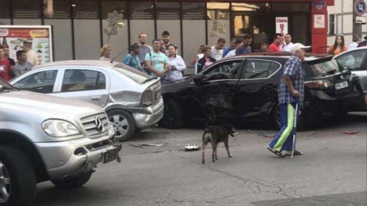 Accident grav pe strada Zadnibru din Capitală. Un tânăr a avariat cinci mașini (FOTO/VIDEO)
