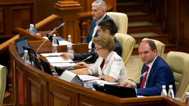 Dezabteri aprinse în Parlament pe subiectul judecătorilor la Curtea Constituţională. Litvinenco nu a ieşit să prezinte proiectul